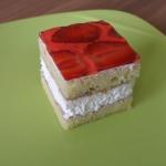 Smotanovo-tvarohová kocka - jahodová